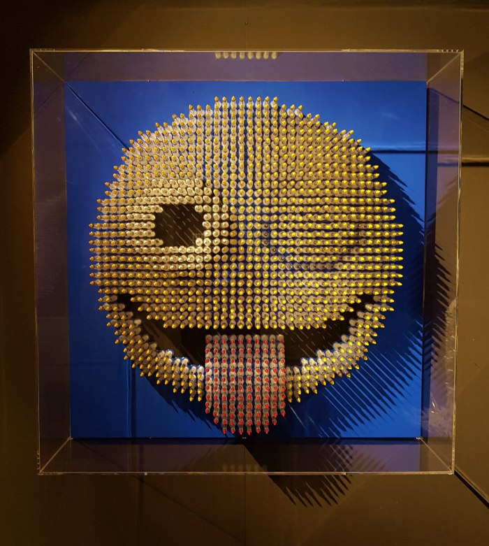 Wazzap_emoji_sculpture_Anthony_Moman